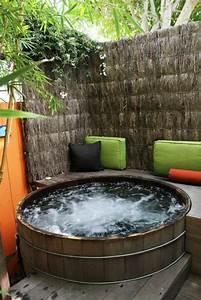 Whirlpool badewanne im garten das beste aus wohndesign for Whirlpool garten mit französischer balkon