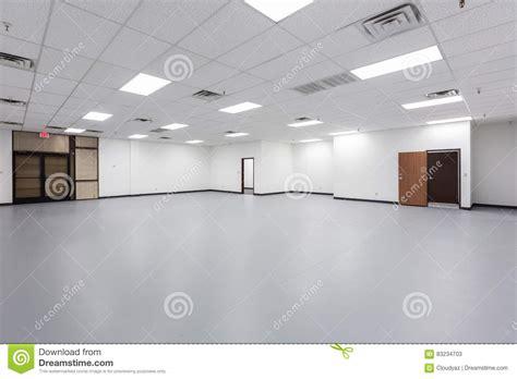 bureau vide grand bureau vide image stock image du hublots grand