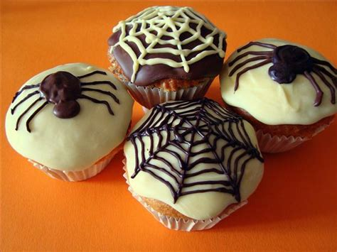 Halloween Cupcake Decorations  Spooky Ideas With Candy