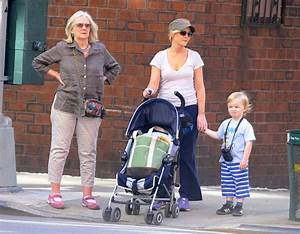 Amy Poehler Pictures - Amy Poehler and Family Out for the ...