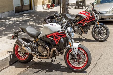 2015 Ducati Monster 821 Review