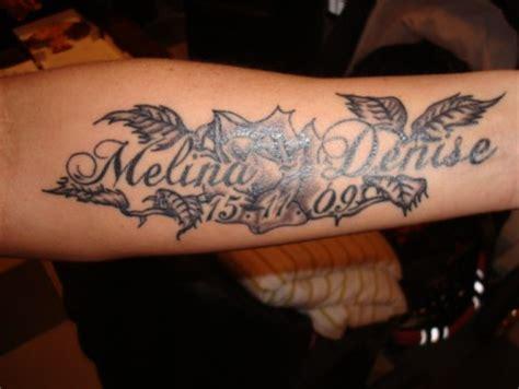 schriftzug arm colonbull schrift geb datum tattoos bewertung de