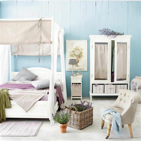 chambre bleu violet le lit baldaquin fait retour en très tendance