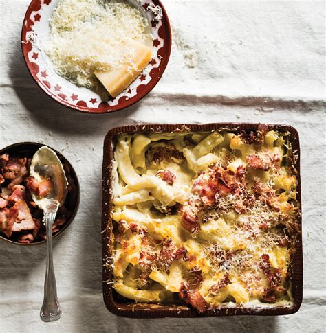 Make sure the cheese is distributed well. Classic extra creamy macaroni cheese with bacon | Woolworths TASTE