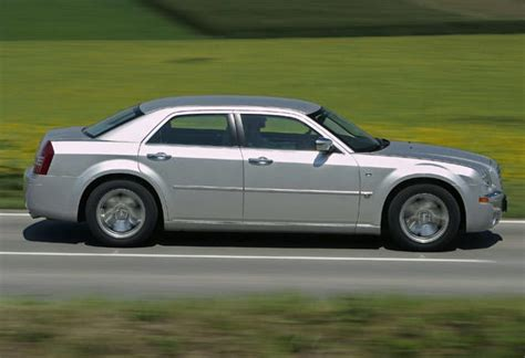 2006 Chrysler 300c Review by Used Chrysler 300c Review 2005 2006 Carsguide