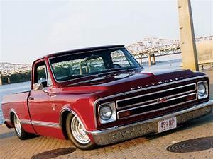 Custom 1968 Chevrolet C10 Cst - Feature Truck
