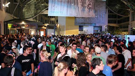 Boten Festival Den Bosch by Ein Besucher Hat Das Gedr 228 Nge Vor Den Clubs Beimday And