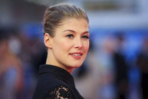 foto de Everything You Need to Know About Gone Girl s Rosamund