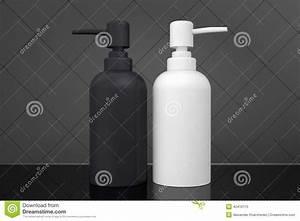 Pompe A Savon : deux bouteilles pour le savon liquide avec la pompe de distributeur illustration stock image ~ Teatrodelosmanantiales.com Idées de Décoration