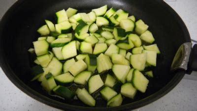 comment cuisiner les courgettes comment cuisiner les courgettes a la poele