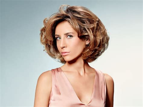 short layered hairstyle with volume movement and body