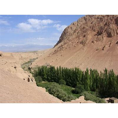 File:Turpan-bezeklik-desierto-d06.jpg - Wikimedia Commons