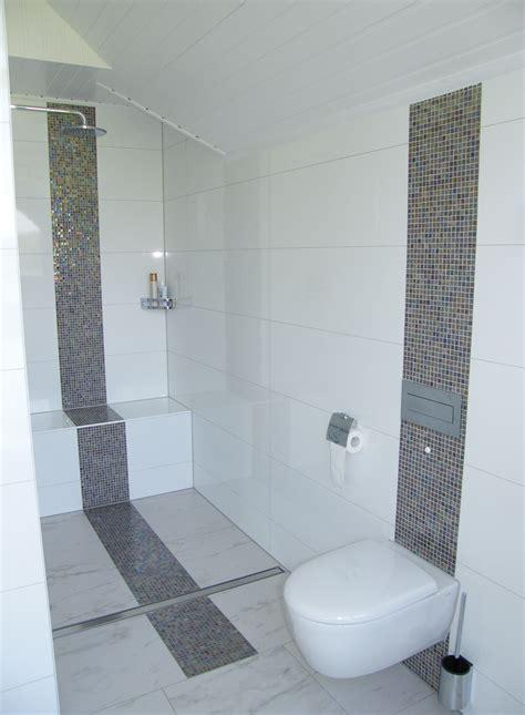 Kleines Bad Mit Dusche Fliesen by Modernes Familienduschbad Mit Klarer Linie Badezimmer