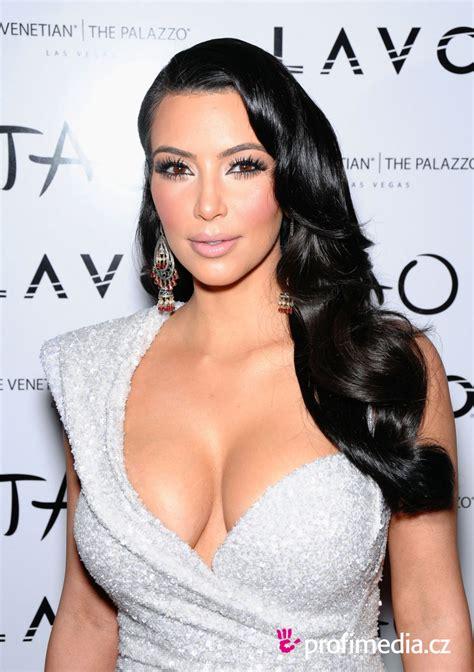 Kim Kardashian     hairstyle   easyHairStyler