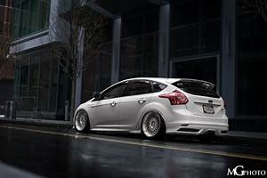 Ford Focus Mk3 Tuning : back of ford focus st mk3 in frozen white colour tuning ~ Jslefanu.com Haus und Dekorationen