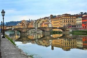 Puentes Sobre El Río De Arno En Florencia, Italia Foto de archivo Imagen: 45493816