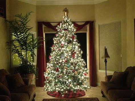 Simple And Elegant Christmas Tree