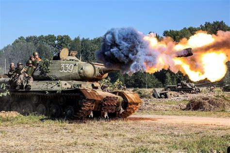 IS 2 firing : TankPorn