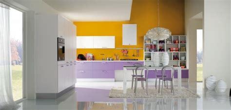 cuisine blanc et violet la cuisine colombinicasa de design moderne et fonctionnel
