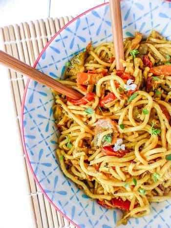 cuisiner des nouilles chinoises nouilles chinoises lait de coco et légumes