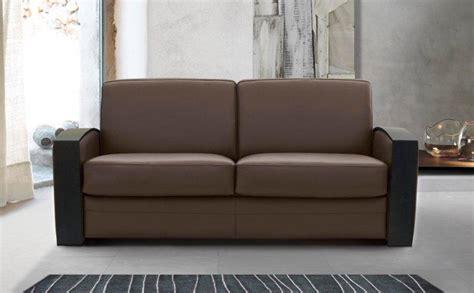 canapé lit rapido canape lit systeme rapido molitor cuir marron avec accoudoirs en bois couchage quotidien 140 14cm