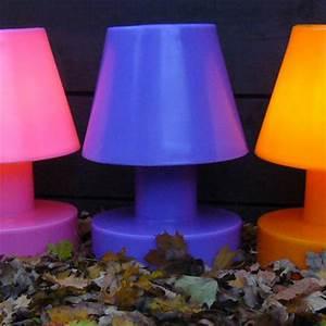 Lampe De Table Rechargeable : lampe sans fil rechargeable h 56 cm violet h 56 cm bloom made in design ~ Teatrodelosmanantiales.com Idées de Décoration