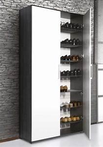 Schuhschrank Für Viele Schuhe : schuhschrank viele schuhe mit einer kombination von wei en und schwarzen farbe sowie steintapete ~ Sanjose-hotels-ca.com Haus und Dekorationen