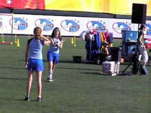 Alyson Stoner and Demi Lovato playing volleyball - YouTube