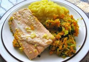 Lachs Auf Gemüsebett : lachs auf gem sebett mit kartoffelp ree rezept ~ Watch28wear.com Haus und Dekorationen