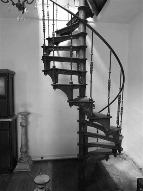 escalier colimacon en fonte style industriel escalier lofts loft studio and
