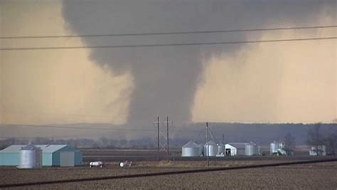 harrowing video shows moment tornado tears  central