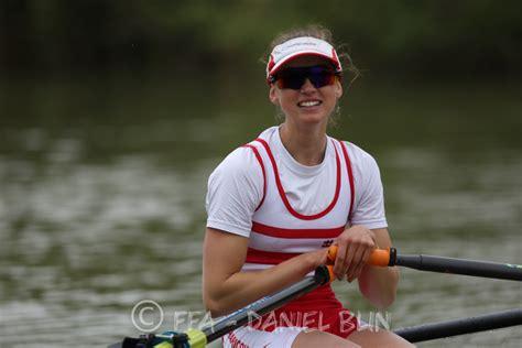 3 червня 1998) — французька веслувальниця, срібна призерка олімпійських ігор 2020 року. Bienvenue à Claire Bové - A.S.Mantaise - Aviron