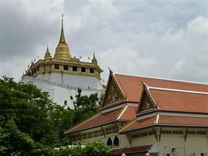 Golden Mount Chedi At Wat Saket