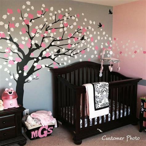 chambre bébé arbre decoration chambre bebe arbre visuel 6