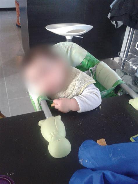 a quel age mettre bébé dans la chaise haute a quel age bebe va dans la chaise haute