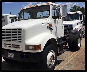 International 8100  2000    Daycab Semi Trucks