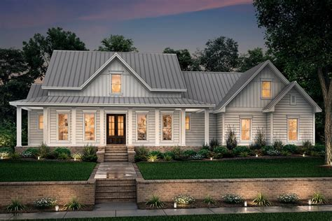 Farmhouse Style House Plan 3 Beds 2 5 Baths 2282 Sq/Ft