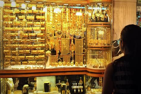 6 tips when buying gold at the deira gold souk dubai