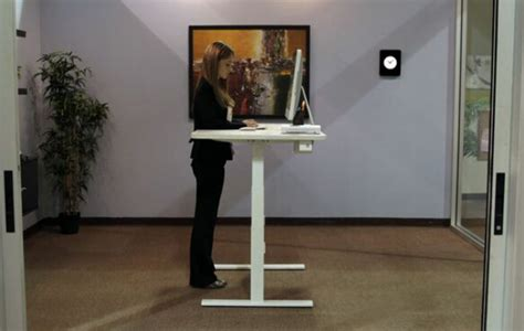 un bureau ergonomique pour travailler assis et debout francoischarron
