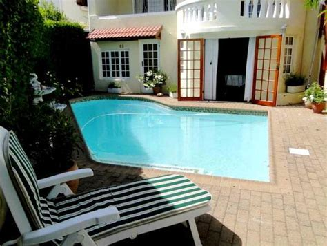 Mouille Point Spacious Two Bedroom Self Catering Holiday