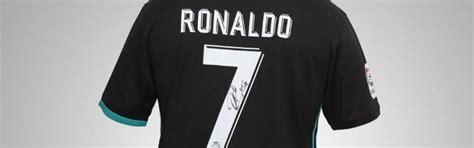 Camisola autografada por Cristiano Ronaldo em leilão ...