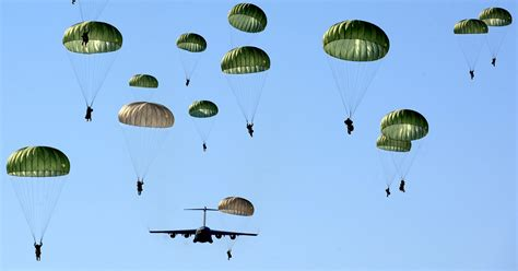File:Paratroopers of the U.S. Army's 4th Brigade Combat ...