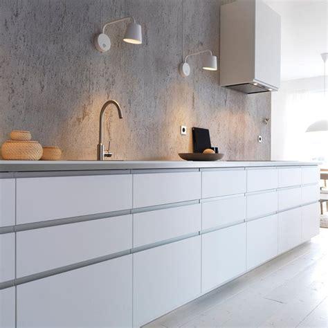 designs of kitchen cupboards ikea k 248 kken med hvide bordplader r 229 v 230 g minimalisme 6682