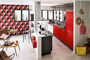 Meuble Ilot Cuisine : cuisine ouverte sur ilot central meuble de rangement rouge ~ Teatrodelosmanantiales.com Idées de Décoration