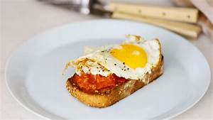 Video: Charred Tomatoes and a Fried Egg on Garlic Toast ...