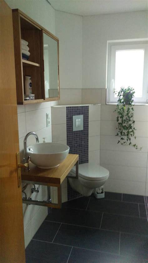 Gästewc, Waschtischplatte Eiche, Spiegelschran Eiche