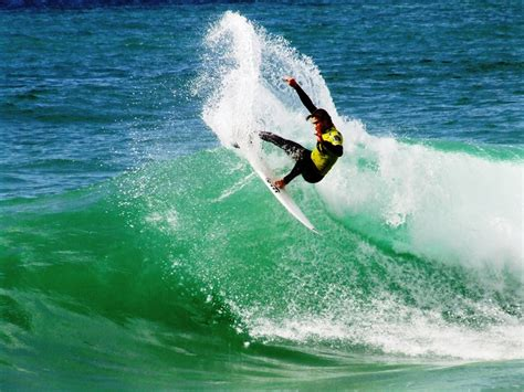Surfivor-surf-camp-esmoriz-surf-hostel-porto-rip-curl-pro