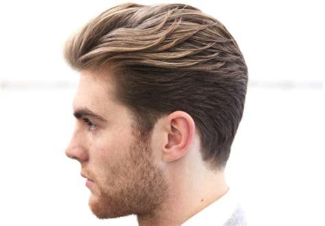 17 Gaya Rambut Pria Paling Trendy Yang Masih Nge-hits Tahun Ini Model Rambut Tipis Lurus Sebahu Kelabang Simple Potongan Catam Tentara Gelung Keriting Pria Pendek Wanita Rusia Gaya Lelaki