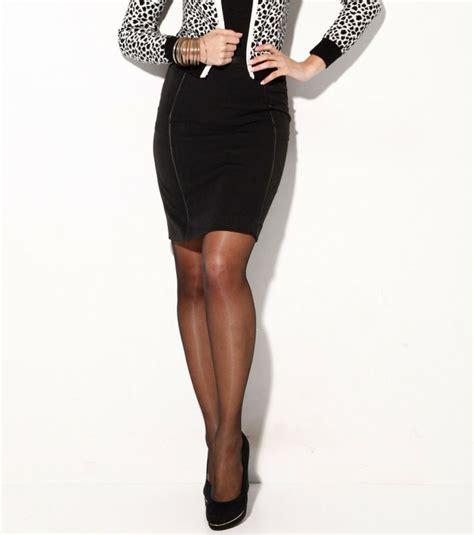 falda prenda de vestir femenina que cubre desde la cintura hasta la parte inferior del cuerpo