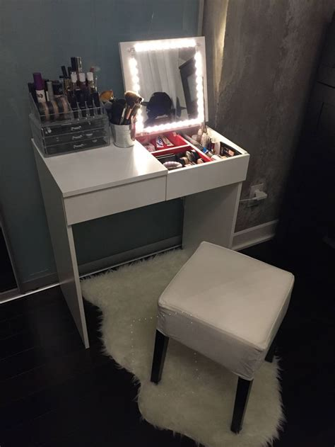 Diy Vanity Table Ikea by Best 25 Ikea Makeup Vanity Ideas On Vanity